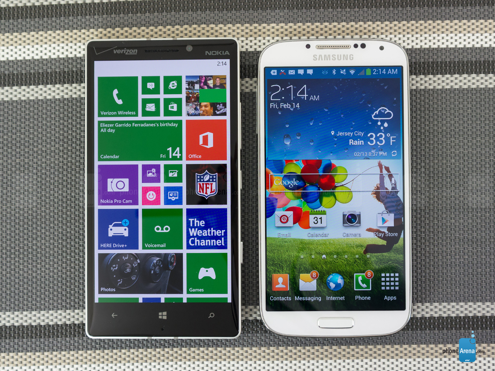 Nokia Lumia Icon vs Samsung Galaxy S4 - hien thi