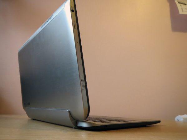 máy tính bảng lai máy tính xách tay toshiba