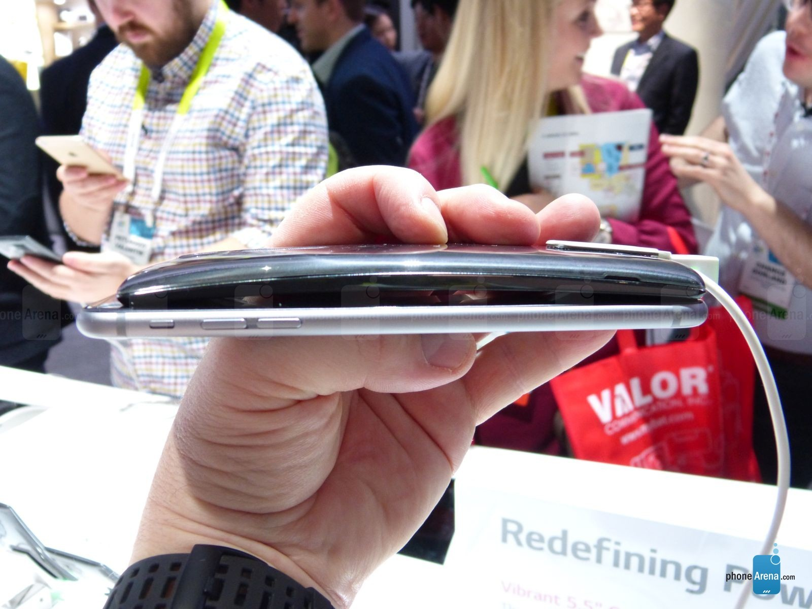 G Flex 2 vs iPhone 6 Plus