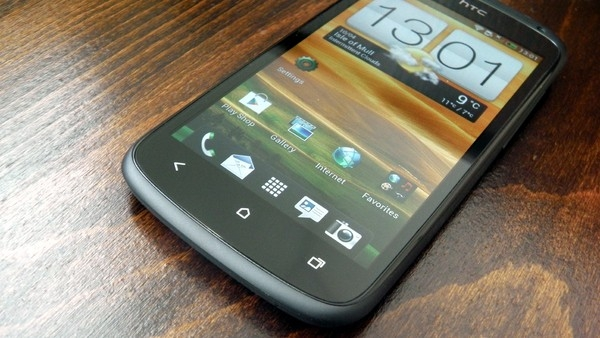 Smartphone-android-co-thiet-ke-tot-nhat-HTC-One-S