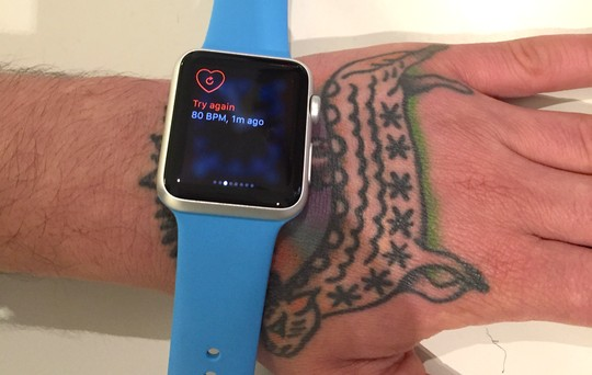 Apple-Watch-gap-van-de-do-nhip-tim-voi-hinh-xam