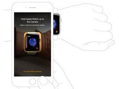 đưa camera của iPhone vào Apple Watch đến khi nào hình của Apple Watch nằm gọn trong tấm hình trên iPhone