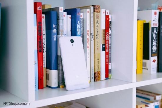 Redmi Note 2 với một lớp áo polycacbon cao cấp