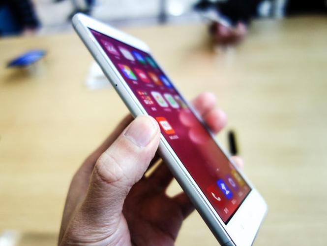 Cận cảnh điện thoại giá rẻ Redmi Note 3 của Xiaomi