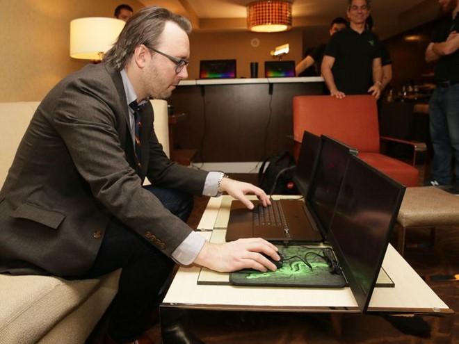 Razer tung laptop siêu khủng với 3 màn hình 4k