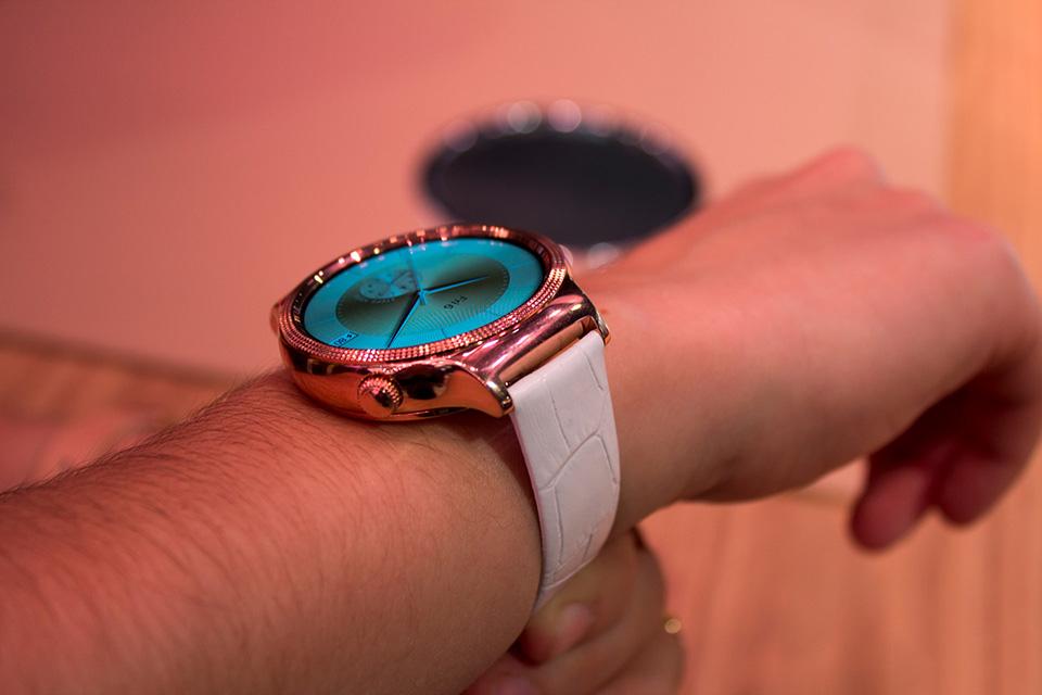 Trên tay bộ đôi smartwatch Jewel và Elegant đính đá Swarovski của Huawei