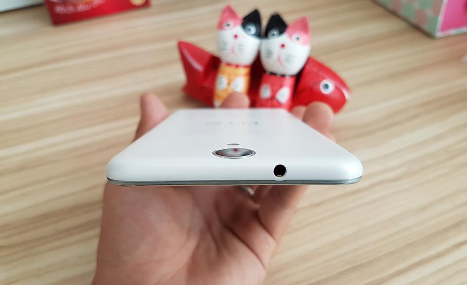 Trên tay HTC One E9 Dual SIM: Thiết kế trẻ trung, mỏng và nhẹ