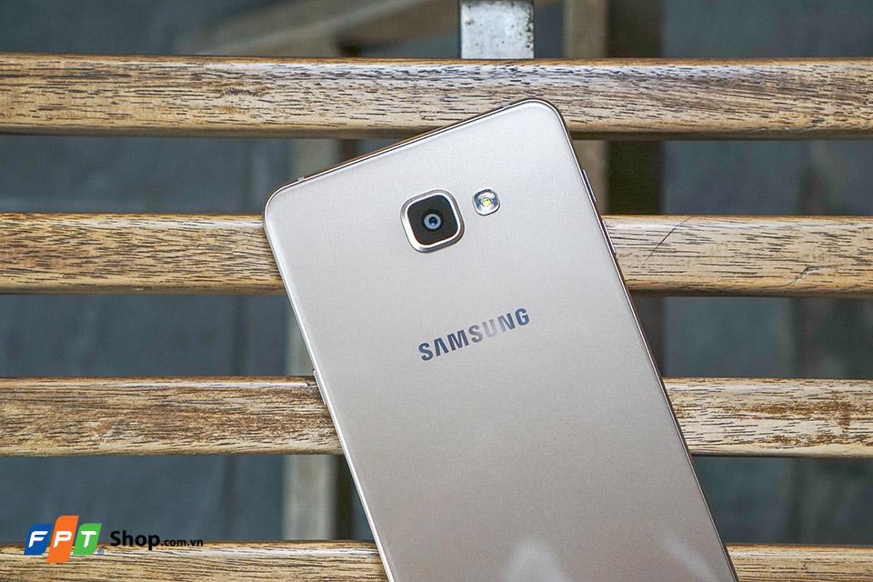 Trên tay Galaxy A9 Pro - Viên pin dự phòng cực đẹp phiên bản xách tay