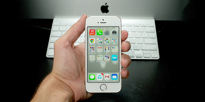 Nên mua iPhone 5s hay smartphone Android ngang tiền?