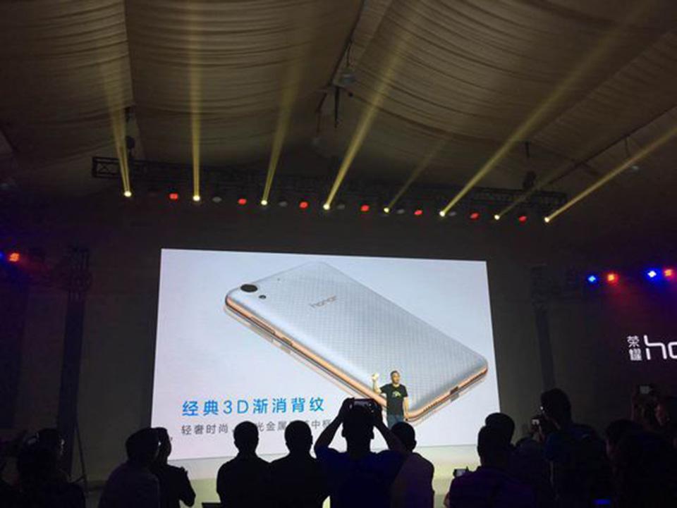 Huawei ra mắt smartphone 2 triệu với chip 8 nhân, 2GB RAM