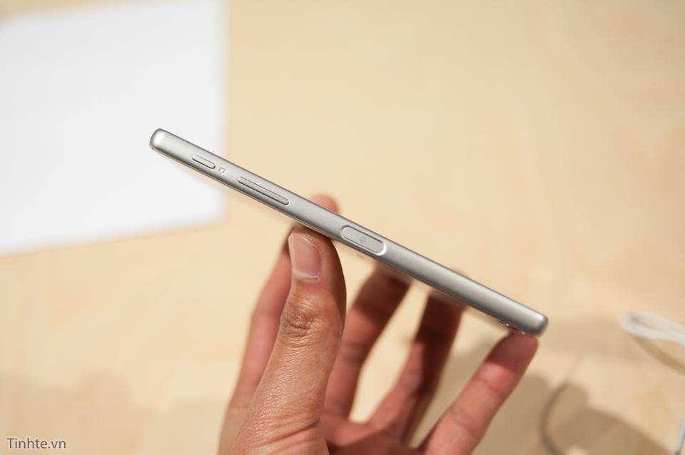Cận cảnh Sony Xperia X sắp bán ra tại Việt Nam