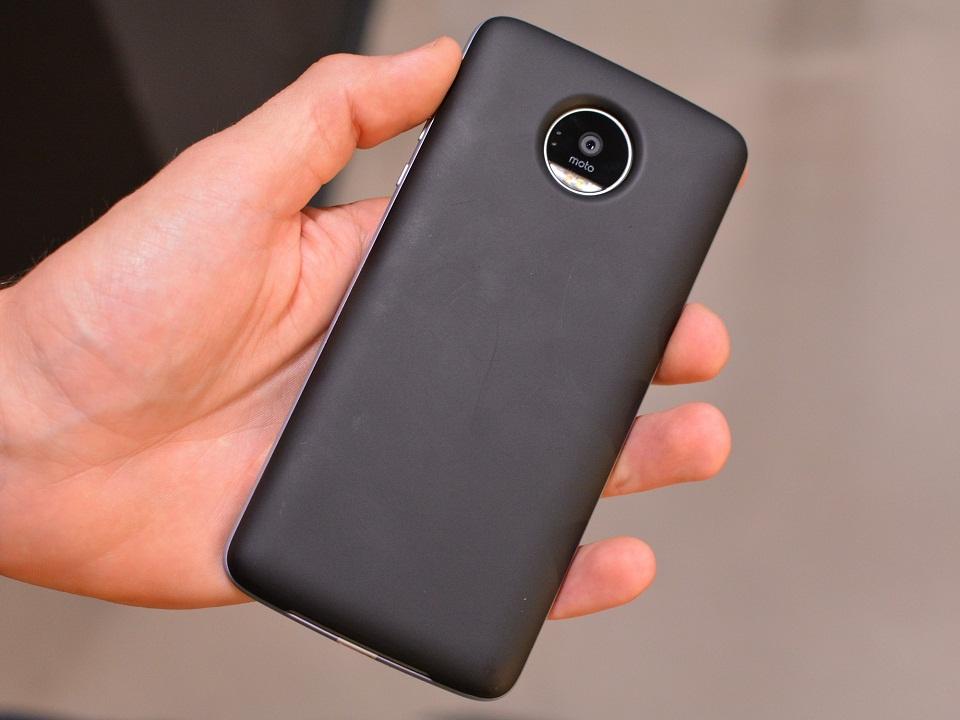 Trên tay Lenovo Moto Z: mạnh, mỏng, độc đáo với phụ kiện lắp ráp