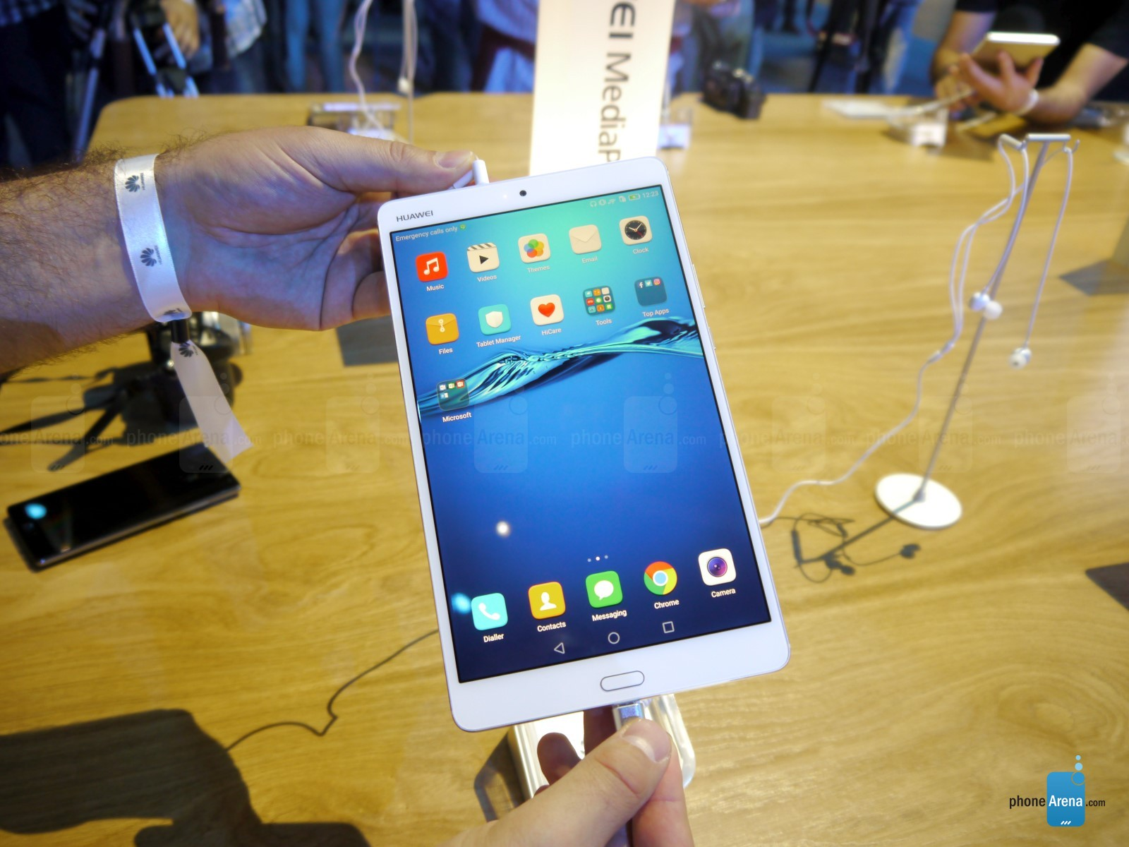 Trên tay Huawei MediaPad M3