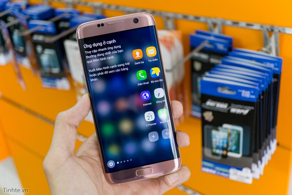 Cận cảnh Samsung Galaxy S7 edge phiên bản hồng vàng tuyệt đẹp