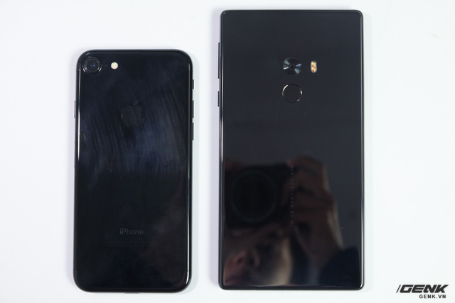 iPhone 7 Jet Black vs Xiaomi Mi MIX 9