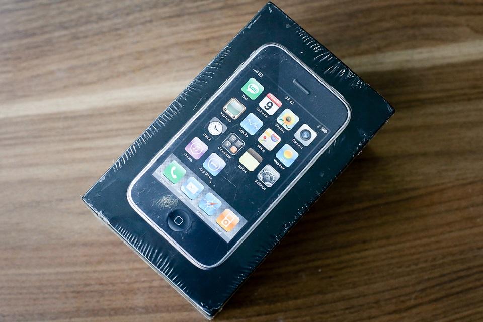 Mở hộp và trên tay iPhone 3G giá 50 triệu đồng tại Việt Nam 2