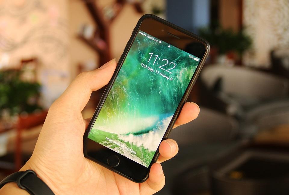 Sharp chi tiền khủng vào việc sản xuất màn hình OLED cho iPhone 8