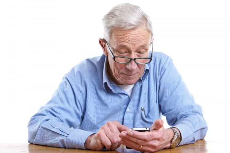 Mẹo biến hóa smartphone phù hợp hơn với người lớn tuổi
