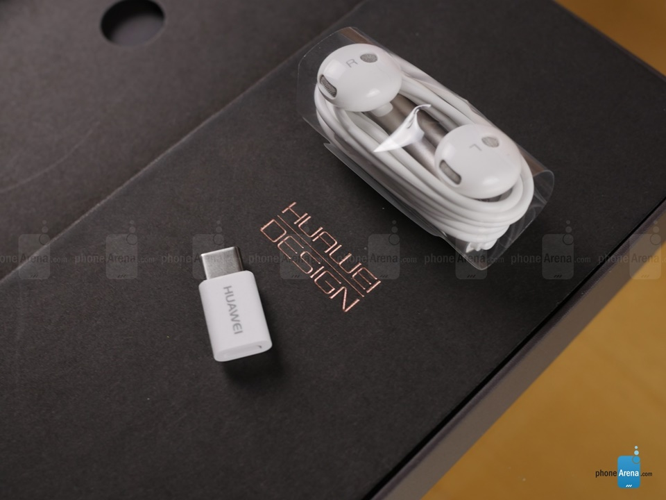 Mở hộp chiếc smartphone Huawei Mate 9