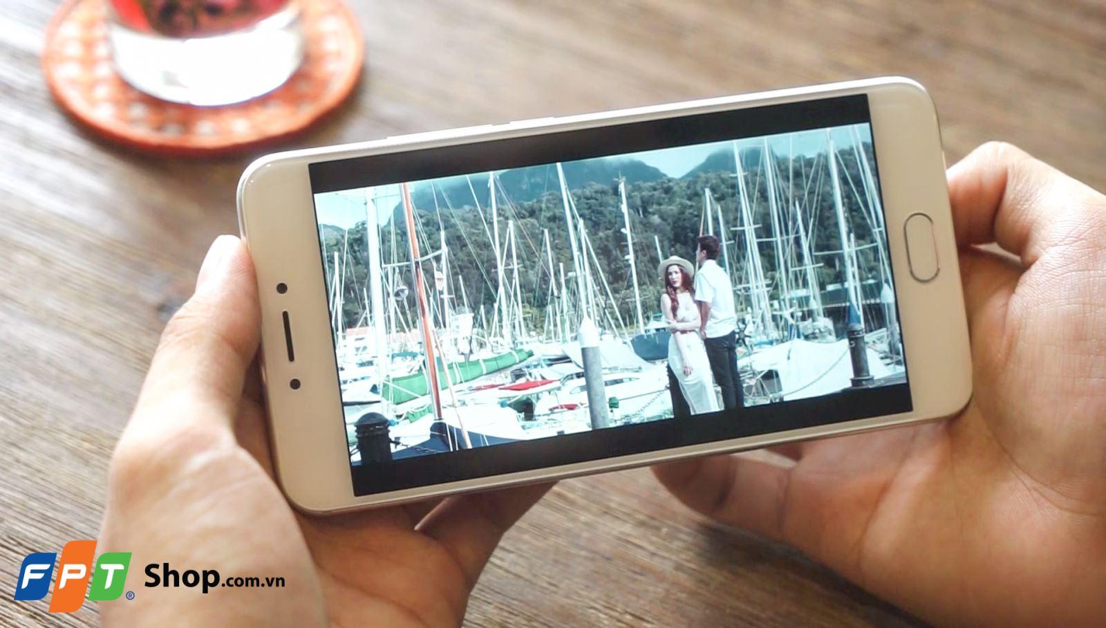 Màn hình 5.5 inch trên Meizu MX6 đủ cho sự trải nghiệm xem phim, chơi game