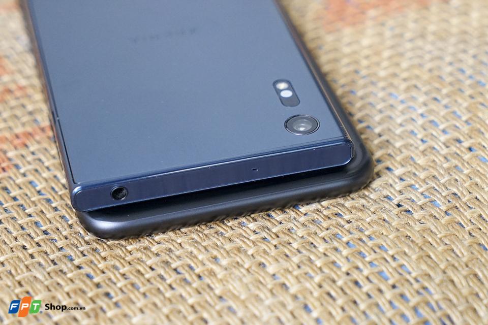 So sánh thiết kế Xperia XZ và iPhone 7 Plus 2