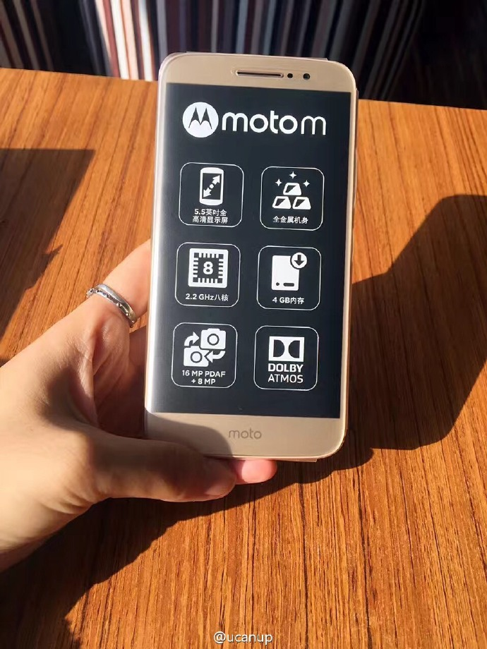 Hết ảnh báo chí, Moto M camera 16MP lộ ảnh đập hộp trên tay người dùng