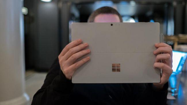 iPad Pro 10.5 inch và Surface Pro, đâu là người đồng hành cùng bạn?