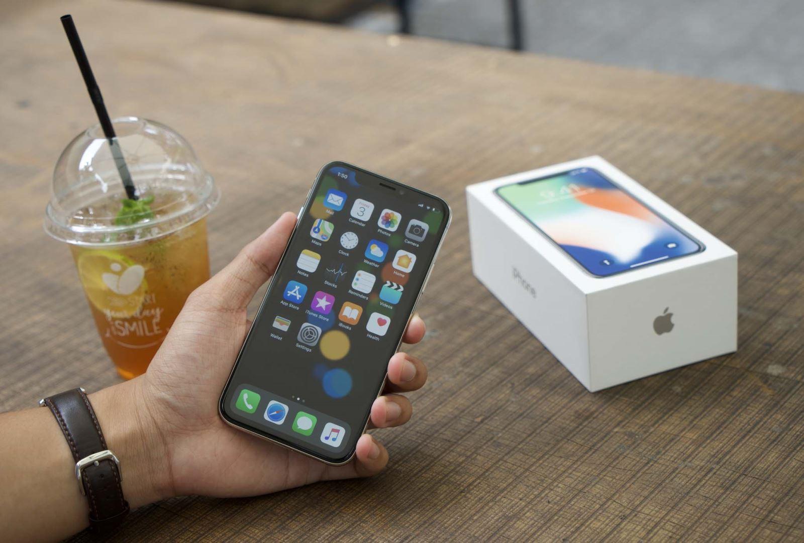 Trên tay và trải nghiệm nhanh iPhone X tại Việt Nam