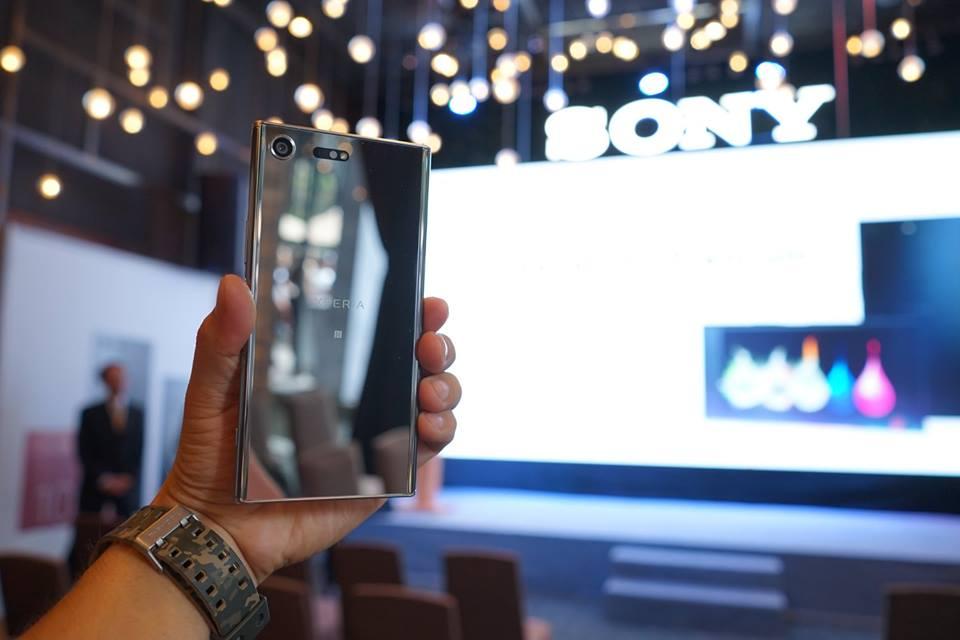 Nhận ngay bộ quà đẳng cấp trị giá 3 triệu đồng khi đặt mua Sony Xperia XZ Premium tại FPT Shop