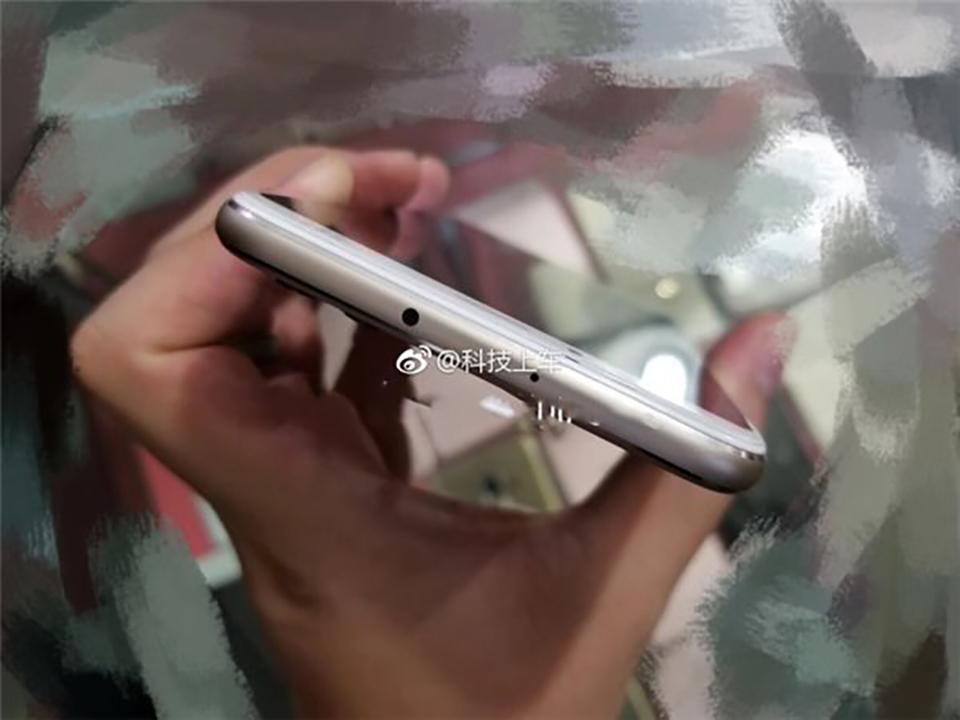 Huawei P11 Plus lộ ảnh thực tế trên tay (ảnh 2)