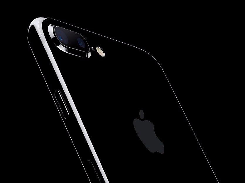 Mặt lưng đen bóng bẩy của iPhone 7
