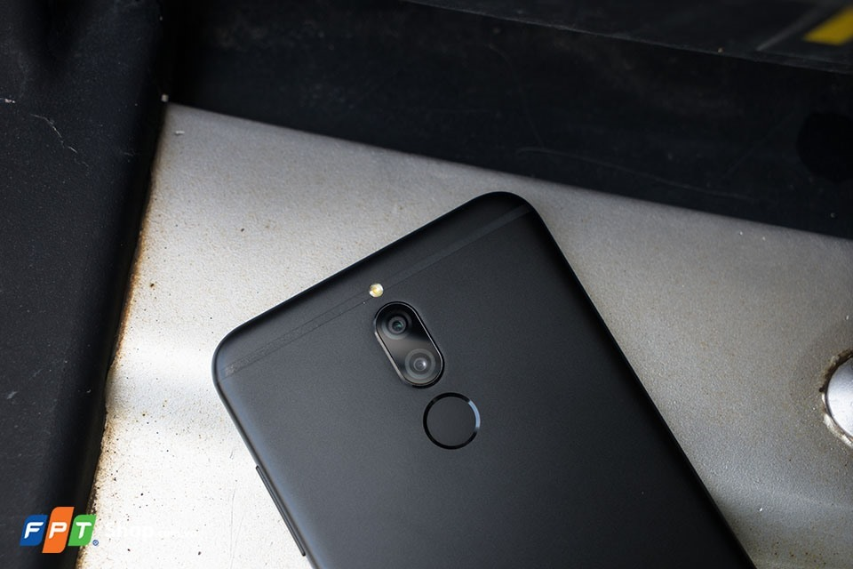 Hai hệ thống camera hỗ trợ xoá phông