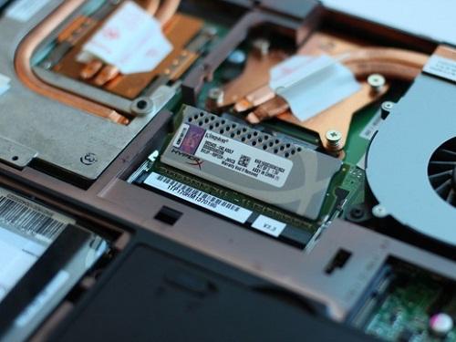 Tự thay RAM hoặc lắp thêm RAM cho Laptop