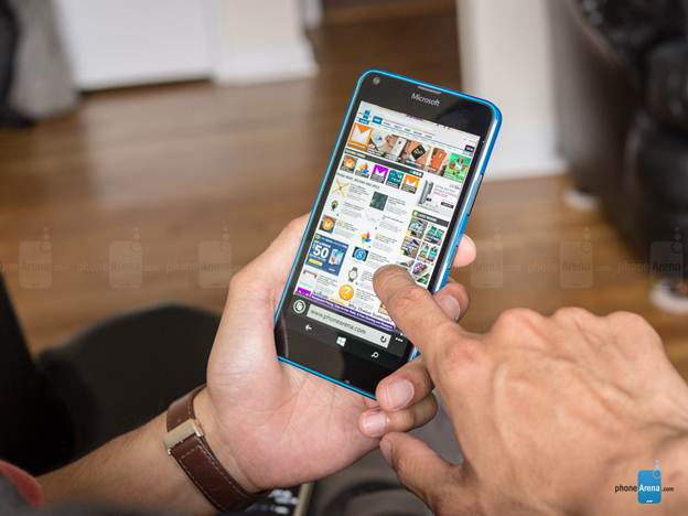 Lumia 640 hiện được bán với giá 3,7 triệu đồng