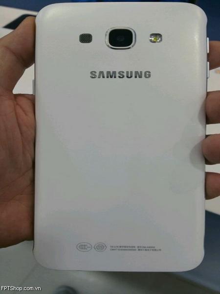 mặt sau Samsung Galaxy A8