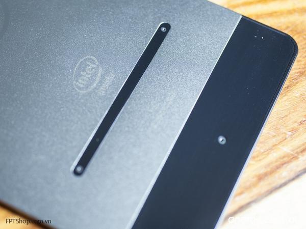Sản phẩm của Dell hoàn toàn khác biệt khi được trang bị 3 camera 8 MP ở mặt sau