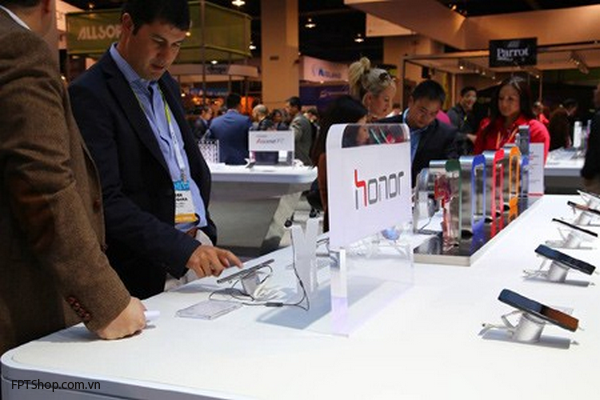 Honor là một trong những hãng sản xuất điện thoại vô cùng thành công với kênh bán hàng Online của mình