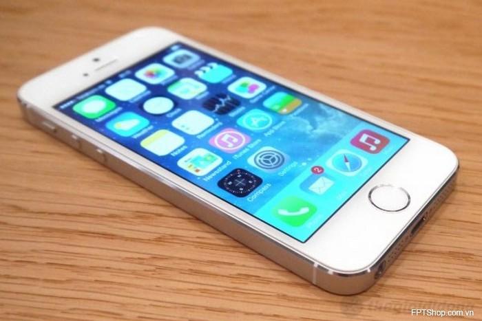Smartphone iPhone 5S 16GB (giá bán 12,9 triệu đồng)