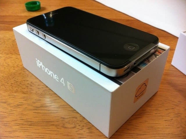 iPhone 4s 16GB 01