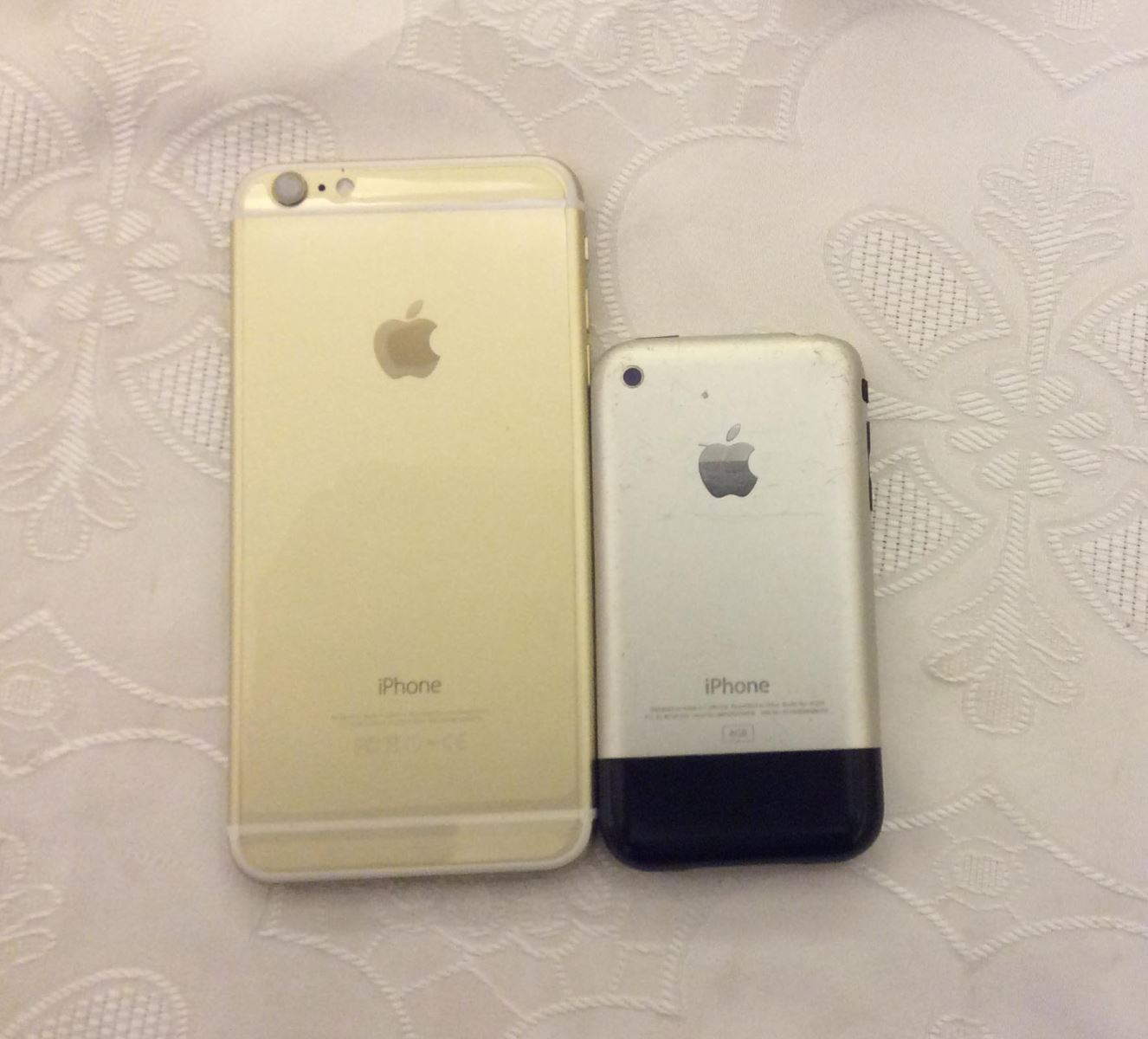 iPhone 6 Plus và iPhone 2G