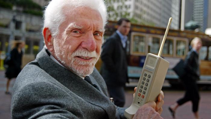 điện thoại di động đầu tiên