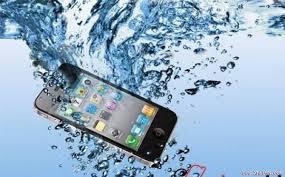 Những biện pháp cần thiết khi điện thoại rơi xuống nước