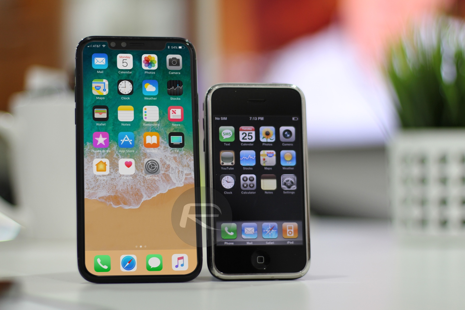 iPhone 2G vs iPhone XS