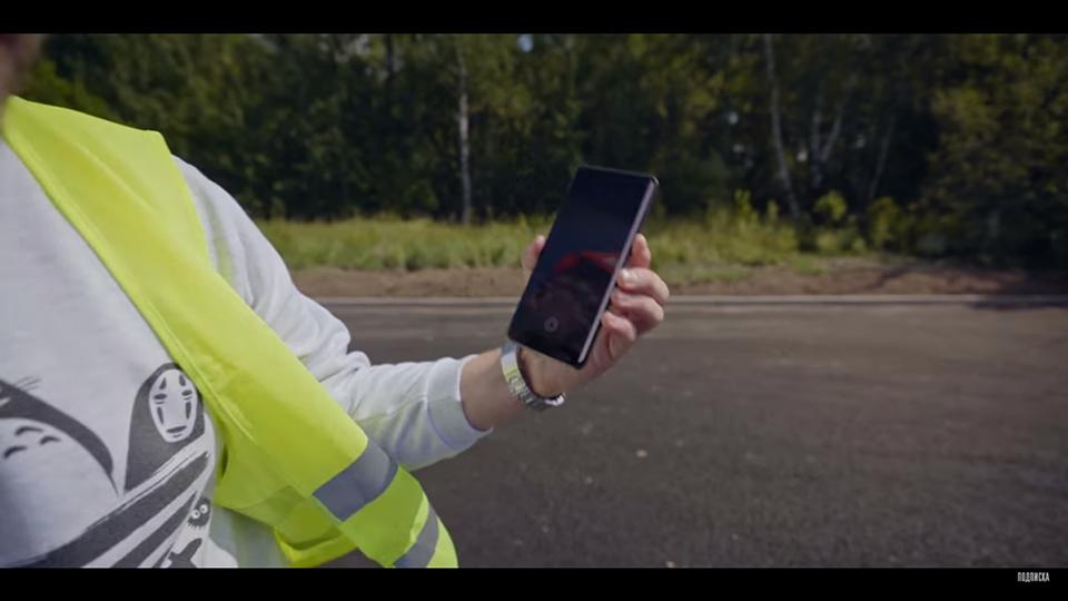 Thử nghiệm thả rơi Galaxy S10+ và Nokia 3310